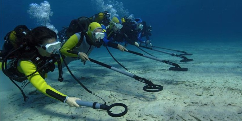 How to Use Underwater Metal Detector Effectively